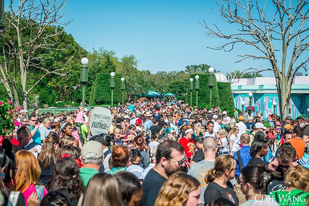 The worst time to visit Disney World is the week of Christmas, CRAZY CROWDS!