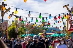 Crowds in Toy Story Land