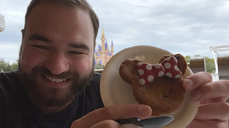 Minnie Mouse Chocolate Chip Lava Cookie at Magic Kingdom